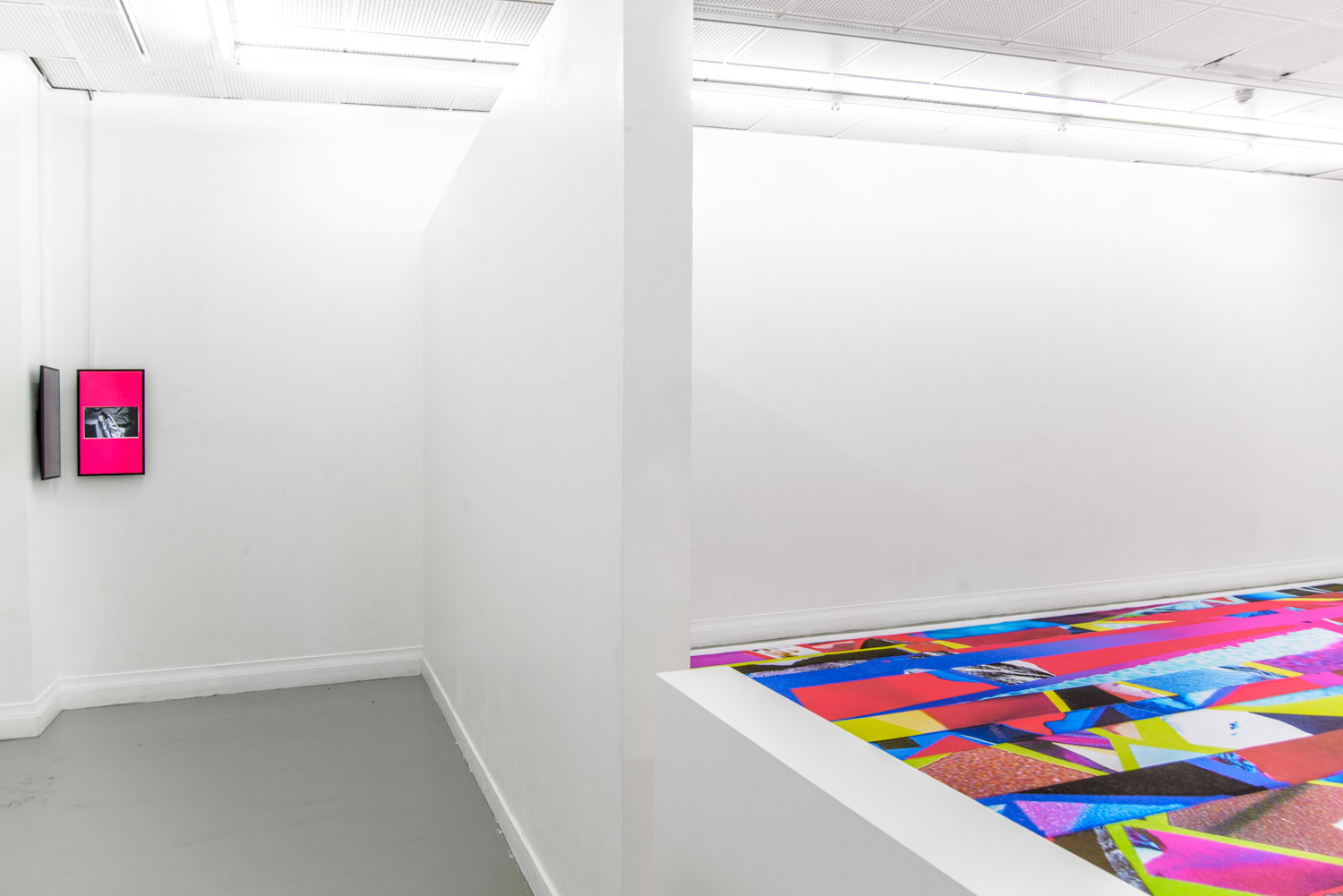 contemporary colorful carpet and two screens as an art installation by Stefano Conti in a white gallery